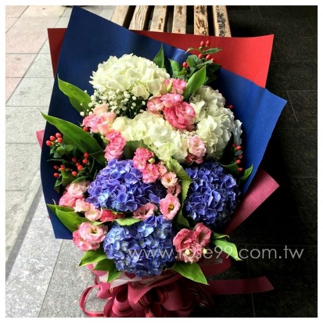 A025藍白繡球設計花束 1