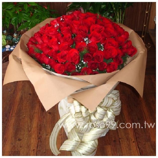 A021長莖紅玫瑰99朵花束 1