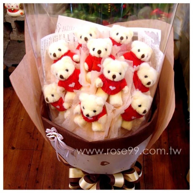 F001紅毛衣小熊花束 1